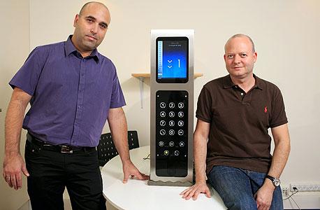 """סמנכ""""ל השיווק גיא גוטליב (מימין) ומייסד אסקלייד שרון כהן, המשך לעסק המשפחתי"""