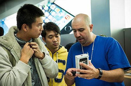 השקה השקת אייפון 5s 5c אפל iphone, צילום: איי אף פי