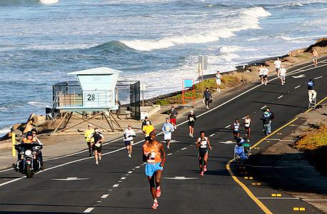 ריצת מרתון. רק 17 אמריקאים רצו מרתון בפחות משעתיים ועשר דקות. 32 קנייתים עשו זאת רק באוקטובר 2011