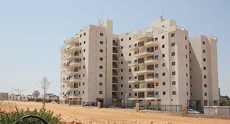 בניין מגורים חדש בבאר יעקב. קורצת לזוגות צעירים