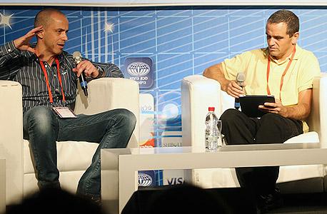 מאיר אורבך (מימין) מראיין את מיקי בודאי, צילום: נמרוד גליקמן