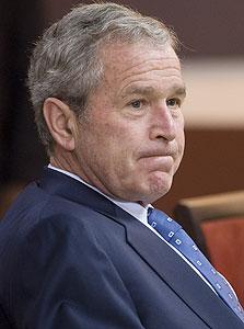 """ג'ורג' בוש. """"מפגין את בורותו כשהוא קורא לכבד את שני הצדדים"""""""