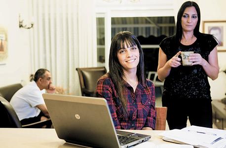 """משפחת גדי. """"נוסף לשכר לימוד, אנחנו תומכים בה כלכלית בצורה מלאה"""""""