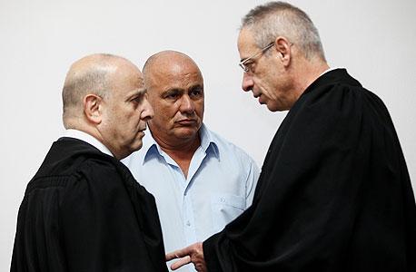 דני דנקנר עם סנגוריו בבית המשפט