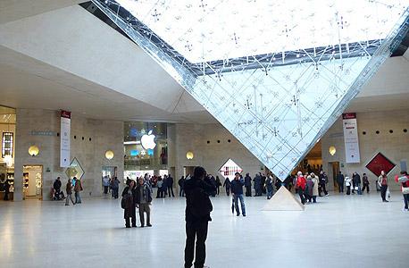 חנות אפל פריז לובר