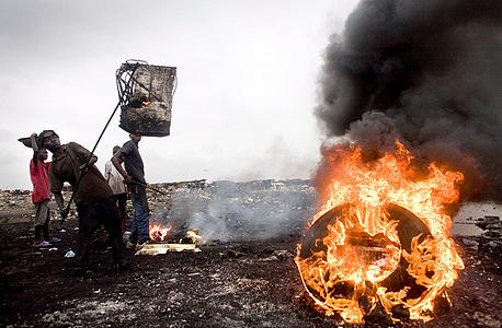 אגבובוגבלושי, גאנה. זיהום כבד של עופרת בקרקע