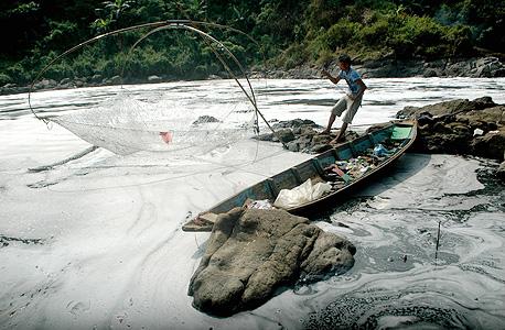 נהר סיטארום באינדונזיה. מגוון מזהמים ברמות הגבוהות פי אלף מהמותר