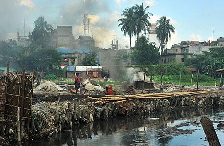 הזאריבג' בבנגלדש. התושבים חולים במחלות דרכי הנשימה, פריחות, סחרחורות ובחילות