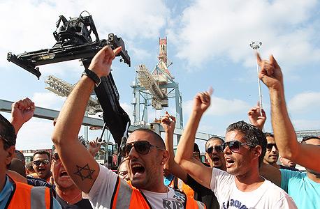 הפגנה עובדי נמל חיפה, צילום: גיל נחושתן