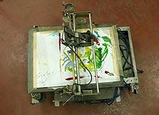 מדפסת, מכונת צילום, מברשות ועפרונות שהתמזגו למכונת ציור אוטומטית