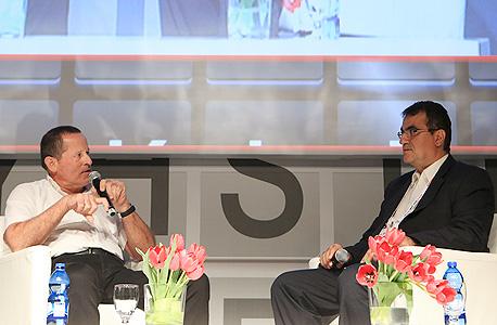"""ועידת שוק ההון 2013 גולן חזני מראיין את מאיר שמיר מנכ""""ל מבטח שמיר, צילום: ענר גרין"""