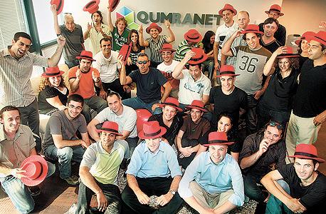 עובדי קומראנט חוגגים ב־2008, לאחר מכירת הסטארט־אפ הישראלי לענקית התוכנה האמריקאית רד־האט תמורת 107 מיליון דולר. כך נוצרת בציבור אשליית ההצלחה