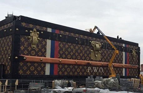 פוטין לא אורז כל כך מהר: המזוודה של לואי ויטון בכיכר האדומה תסולק