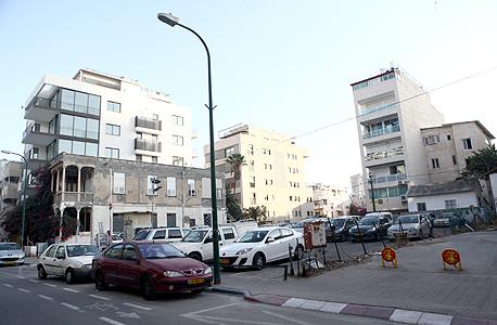 המגרש ברחוב גאולה