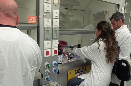 מעבדה מבחנה טבע, צילום: שי סלינס