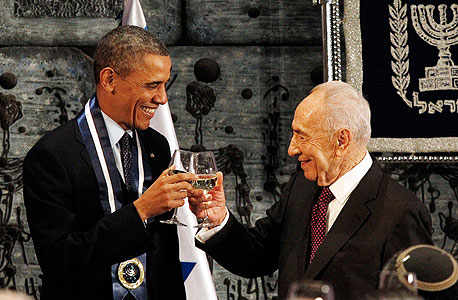 Shimon Peres with former U.S. President Barack Obama