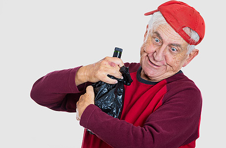 אלכוהול זקנים יין , צילום: שאטרסטוק