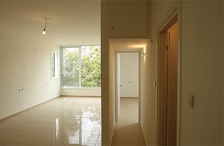 דירת מגורים. דירה שבנייתה הסתיימה מכל הבחינות ויש בה כל המתקנים והאביזרים החיוניים לשימוש למגורים תיחשב כדירת מגורים אפילו אם טרם חוברה לחשמל