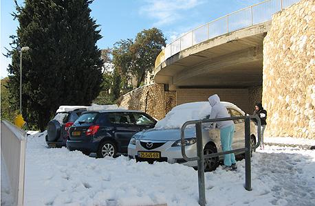 """שלג בשכונת ארמון הנציב בירושלים בסופ""""ש"""