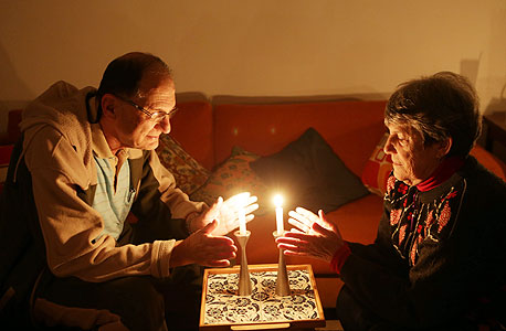 הפסקת חשמל. לפחות אז לא משלמים ביוקר, צילום: אלכס קולומויסקי