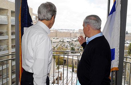 פנאי מזכיר המדינה ג'ון קרי וראש הממשלה בנימין נתניהו, צילום: Matty Stern
