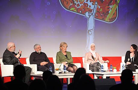 מימין: נעמה סיקולר, דינה לבאי-ח'ון, מרים פיירברג, עמרם מצנע, פרופ' שיזף רפאלי