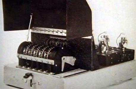 """מכונת """"דלילה"""" לפענוח צופן, אותה המציא טיורינג"""