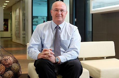 """מוסף מנהלים 30.12.13 ראובן שפיגל מנכ""""ל בנק דיסקונט, צילום: אוראל כהן"""