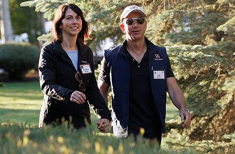 "מוסף מנהלים 30.12.13 ג'ף בזוס מנכ""ל אמזון עם אישתו מקנזי, צילום: רויטרס"