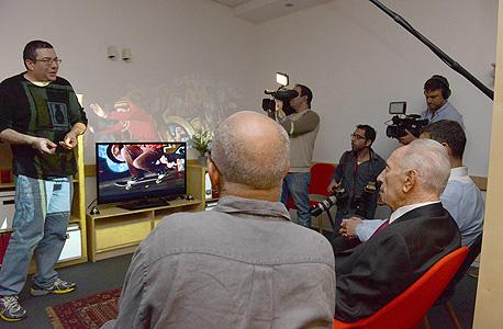 """מיקרוסופט illumiroom קינקט שמעון פרס, צילום: מארק ניימן, לע""""מ"""