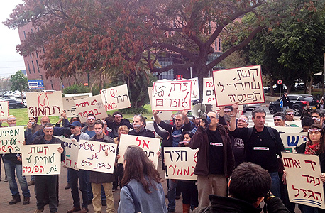 הפגנת היוצרים מול משרדי קשת הפגנה