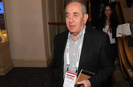 אלפרד אקירוב, בעל השליטה באלרוב