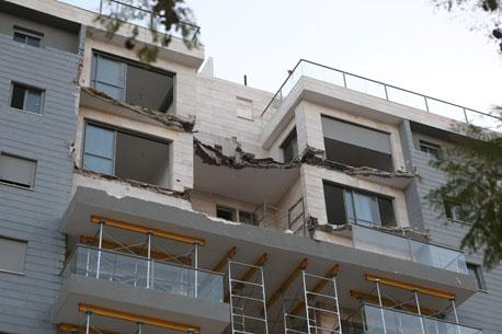 מרפסת שקרסה פרויקט גינדי השקעות חדרה, צילום: נמרוד גליקמן