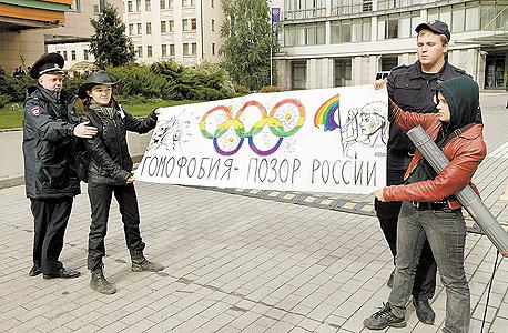 מפגינים נגד הממשלה הרוסית. הספונסרים יסבלו, צילום: איי פי