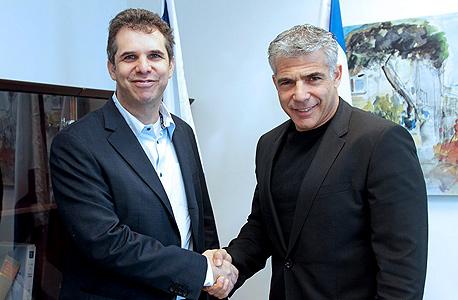 שר האוצר יאיר לפיד עם מנכל גוגל ישראל מאיר ברנד, צילום: ניב קנטור