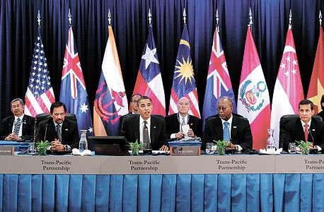 מנהיגי מדינות ה־TPP נפגשים ב־2011 בהוואי. פרק הקניין הרוחני נחשף רק בנובמבר