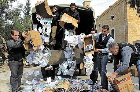 """שוטרים לבנונים משמידים סחורה פיראטית. בית משפט קבע שארגון המלחמה בפיראטיות BSA מיסוד מיקרוסופט פעל """"באופן הונאתי"""""""