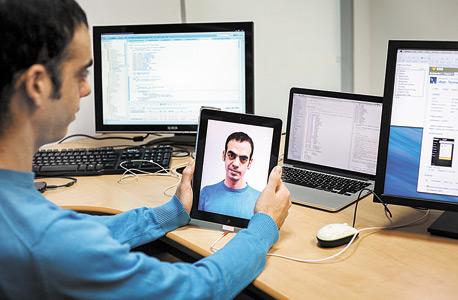 אמיר חאיק, בן 29, גר בחיפה. סטארטאפיסט, מפתח האפליקציה GetSlide לשמירת שקופיות באמצעות סריקה