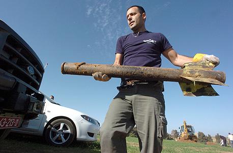 שרידי רקטה עזתית שפגעה בשטח ישראל