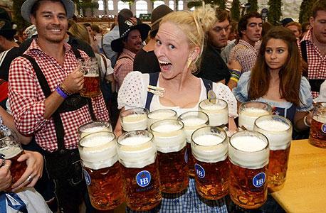 חגיגת בירה באוקטוברפסט בגרמניה