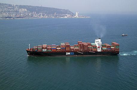 אוניה בנמל חיפה