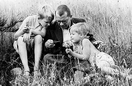 """הנס פאלאדה ובניו. """"בגרמניה חושבים שסבא לא היה מספיק אינטלקטואל"""""""