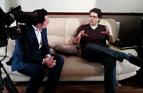 """היגינס מתראיין לערוץ 4 הבריטי. """"התובנות מגיעות אחרי איסוף עובדות שאורך חודשים"""""""