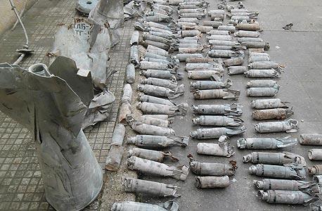 המורדים טענו כי צבא אסד הפציץ את חמאת בפצצות מצרר. הצבא הכחיש. היגינס בודד תצלומי נפלים, ניתח אותם ווידא כי מדובר בפצצות מצרר