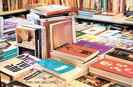 ספרים על המדף (ארכיון)