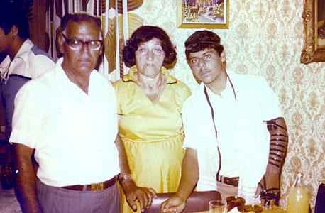 1978. רונן לוי, בן 13, עם הוריו נעימה וניסים בבר המצווה שלו בכפר סבא