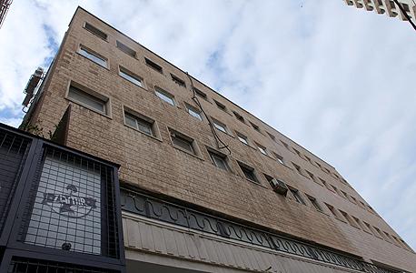 אלנבי 34-32, קולנוע זמיר. אדריכל מקורי: משרד רפפורט־גליברמן ופרנקל. בניין שנבנה בסוף שנות הארבעים ומאופיין בסגנון מודרני, אבל אינו נחשב כבניין באוהאוס. הבניין נבנה כבניין משרדים. לאחרונה עבר הליך שימור שאותו הובילה ניצה סמוק והפך לבניין מגורים שבו כ־20 דירות. בסמוך אליו פעל קולנוע זמיר, בבניין שנמצא אף הוא כיום בהליך שימור