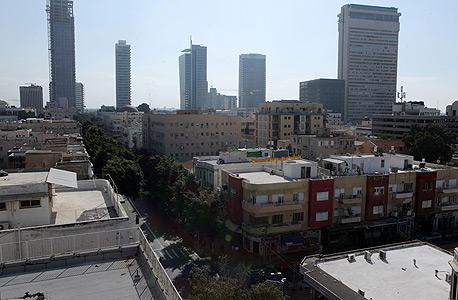 בנייני מגורים ועסקים באזור רחוב אלנבי בתל אביב. 3,000 דירות חדשות בשנה ישמרו את המצב בו הביקוש עולה על ההיצע