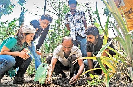 אביצדק בהדרכה של חקלאות אורגנית. הביאה למג'ולי את הידע והניסיון שרכשה בהדרכה