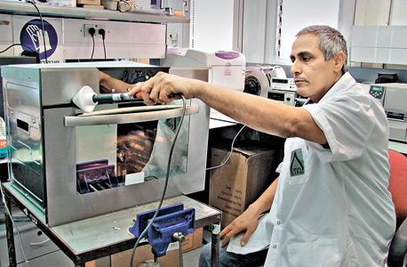 בדיקה במכון התקנים, צילום: חן מחלב